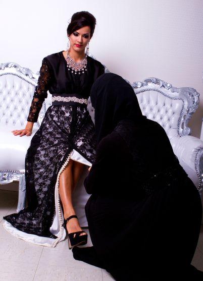Myriam B. en plein travail sur un mannequin