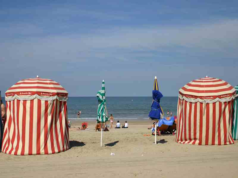 parasols-mer-deauville-fr